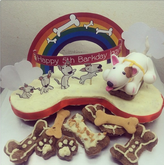 Source: https://www.instagram.com/p/ior5s-yDlb/?tagged=bullterriercake